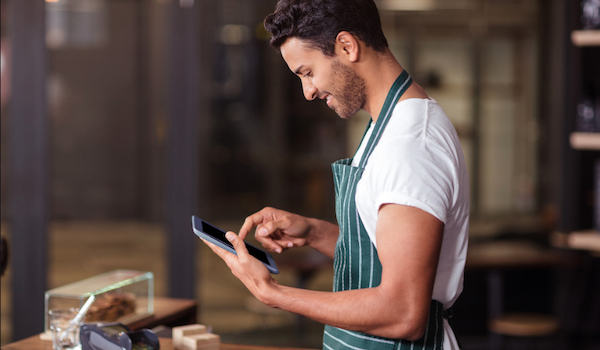 Blog feature image - Using mobile reporting tools to make a big impact at your restaurant